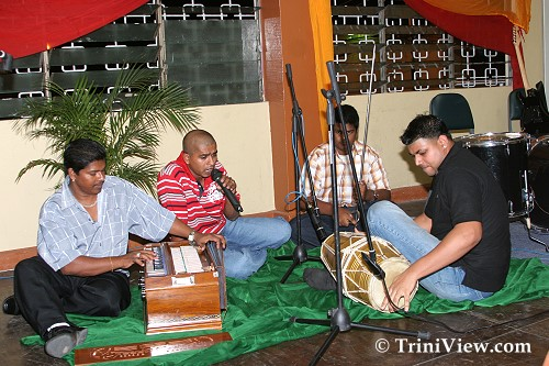 Bro Doodnath and accompanying musicians