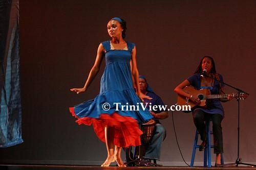 >Dancer dances 'Blue Red Woman'