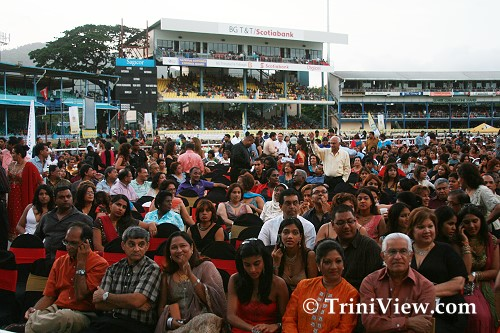 Thousands at the Queens Park Oval