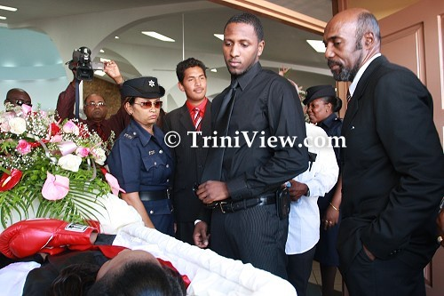 Richard Thompson and his father Ruthven Thompson Sr. view Jizelle Salandy's body