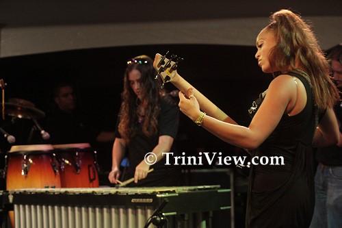Vibraphonist Tamara Castaneda and bass player Zayda Rodriguez