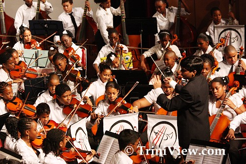 Sameer Alladin directs the TTYP Junior Orchestra
