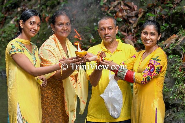 Devotees at Ganga Dhaaraa