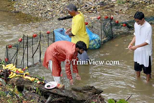 Volunteers picking the water clean of any debris