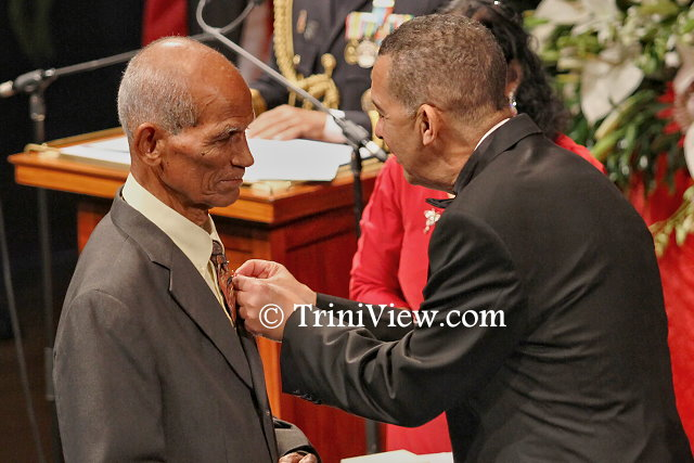 (L) Mr. Gregorio Marchan, retired Engineer receives the Humming Bird Medal, Gold