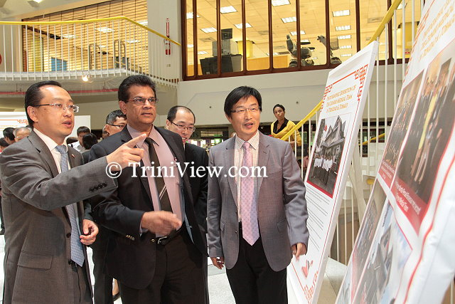 (L) Chinese medical team leader Dr. Jia Wong, Minister of Health Dr. Fuad Khan and Ambassador of the People's Republic of China Huang Xingyuan view the exhibition