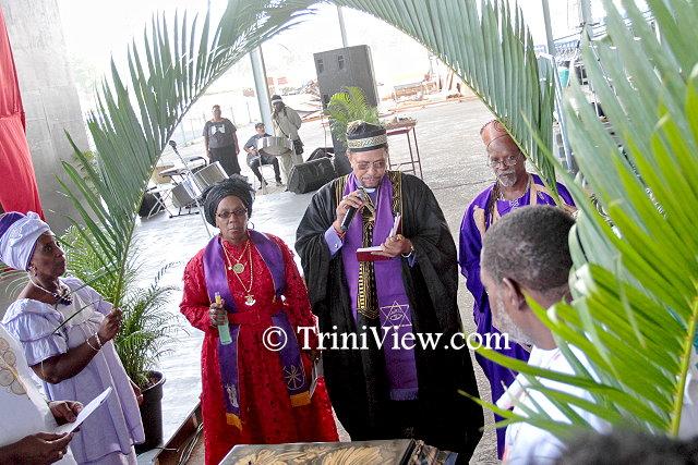 Michael 'Sugar Aloes' Osuna officiates Junior Noel's funeral rites